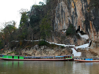 Mekong River - Pak Ou cave - Weaving village (B, L)